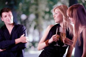 Как поговорить с незнакомым человеком, если ты знаешь, что общих тем и интересов у вас нет, но тебе нужно ему понравится?